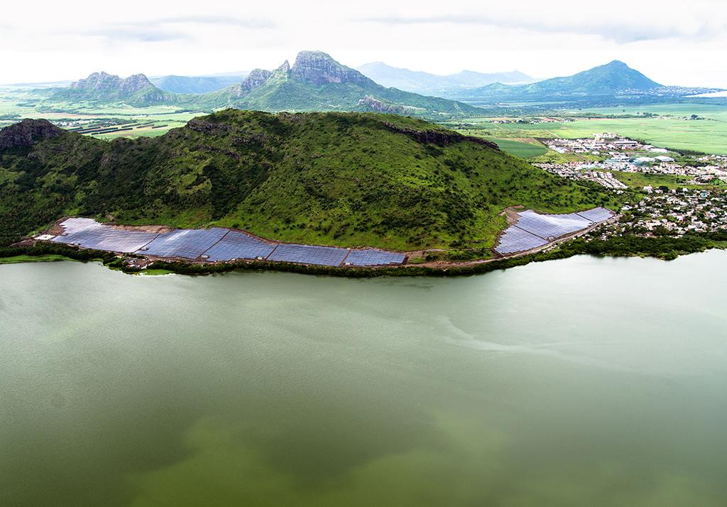 Erster Solarpark auf Mauritius erzeugt 15,2 MWp Sonnenstrom. Foto: © Aeroshot